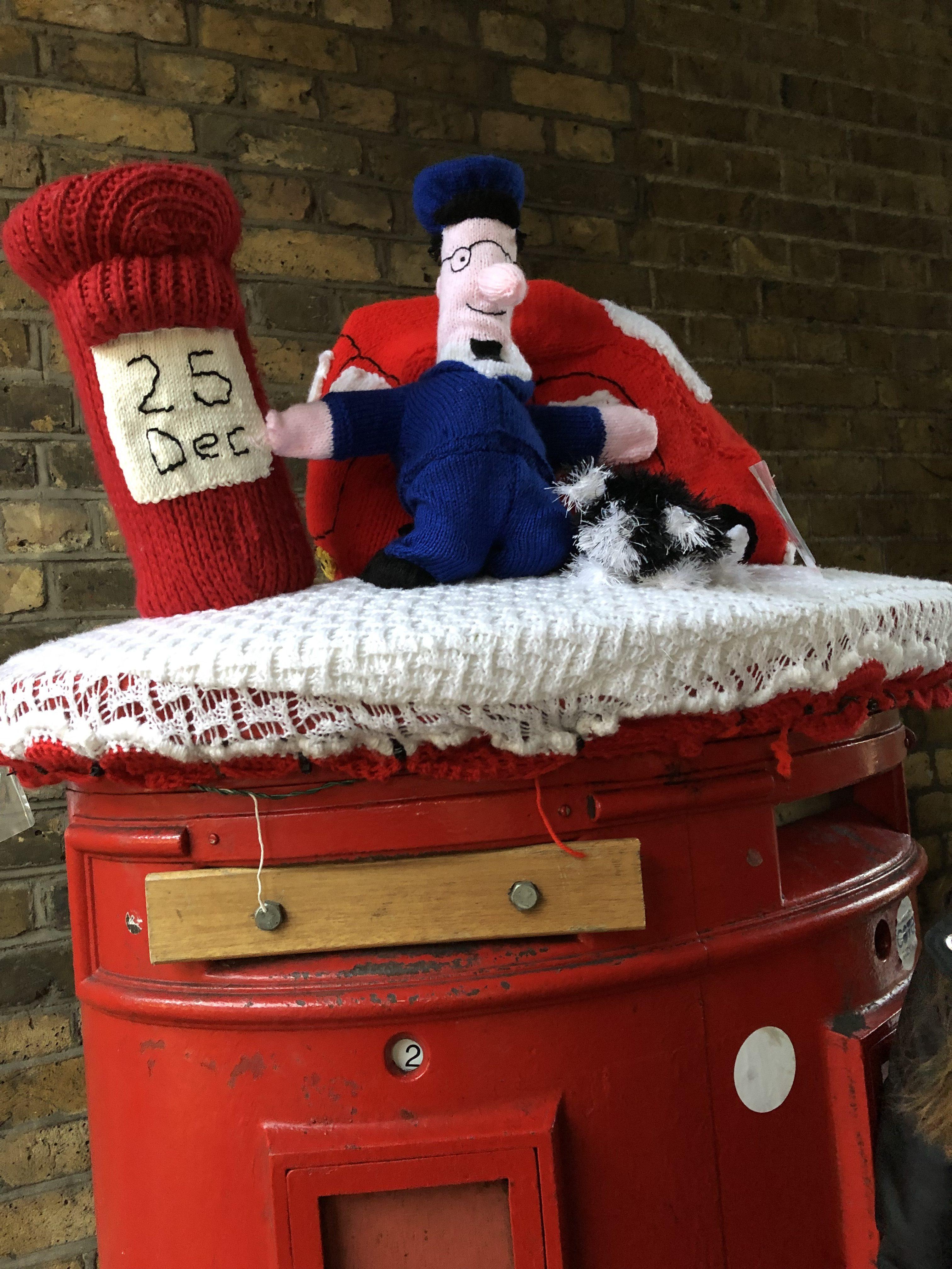 christmas yarn bomb