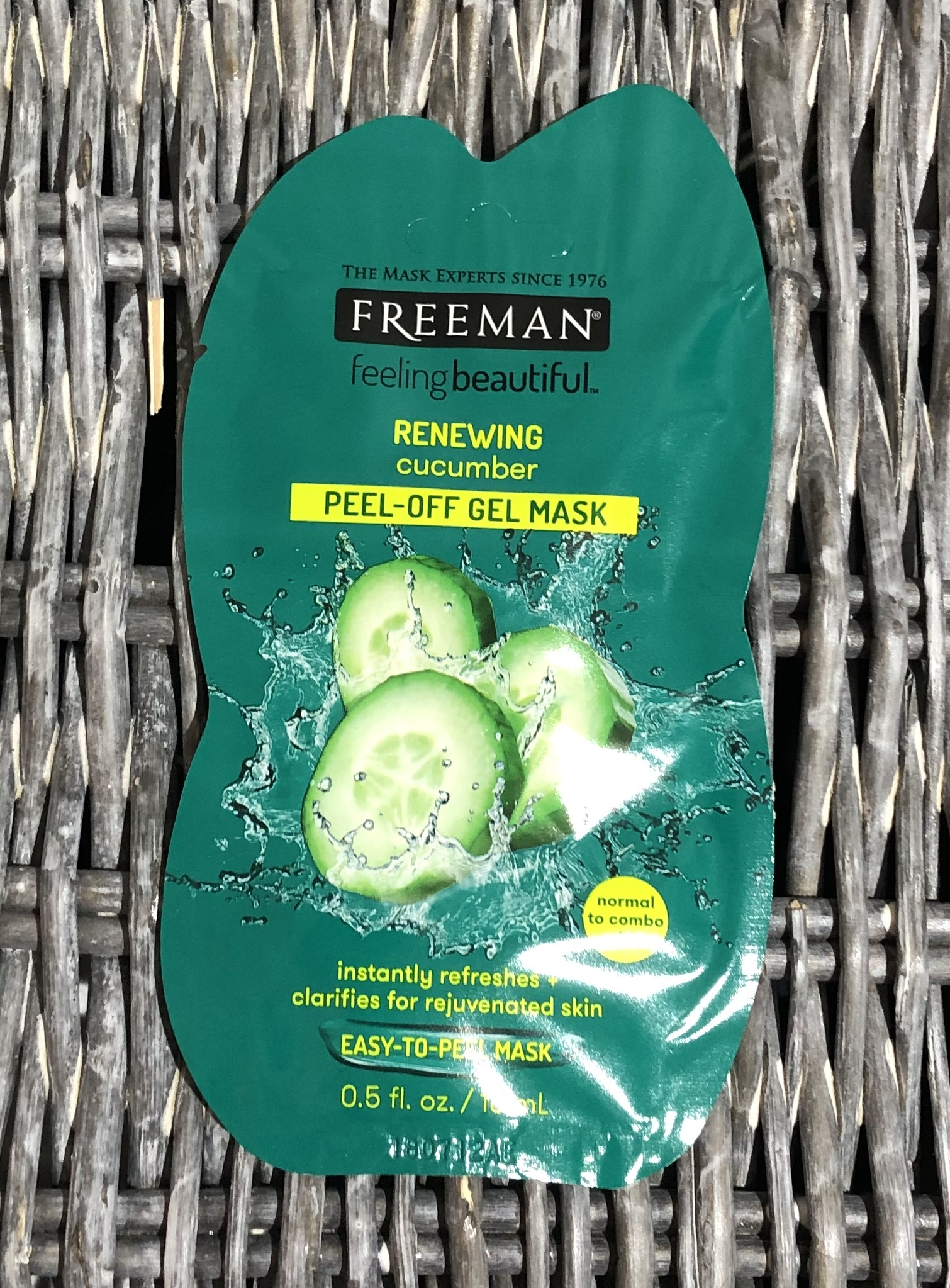 Freeman Feeling Beautiful Renewing Cucumber Peel-Off Gel Mask Review graphic